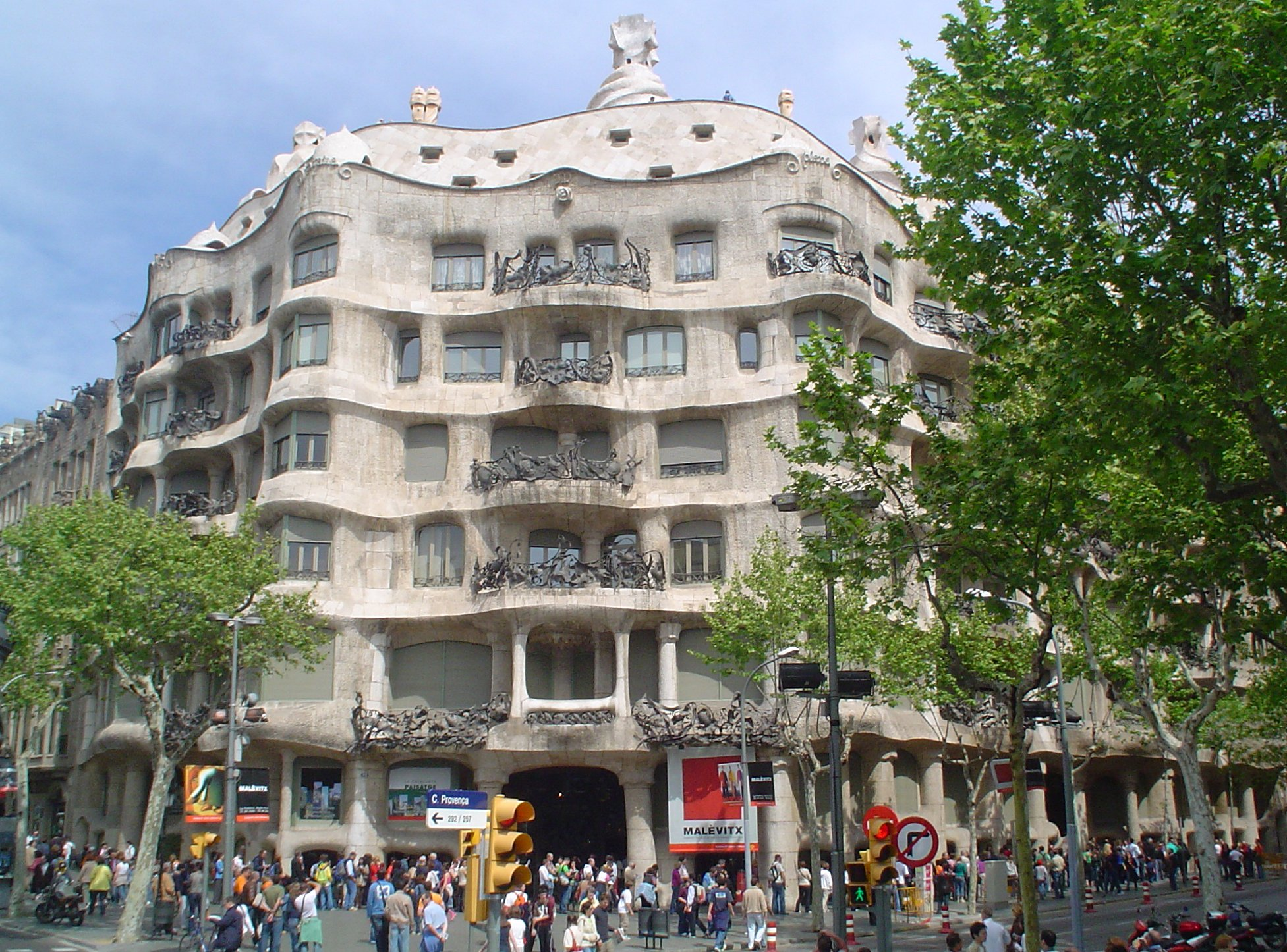 antonio gaudi essay Throughout this essay i am going to talk about the main works of antonio gaudi and charles rennie mackintosh whilst comparing and probe mackintosh essay carry.